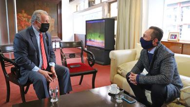 Photo of Vice Gobernador Marocco. analiza el proyecto de ley que regula la organización, instalación, funcionamiento y explotación del servicio de cadetería, mensajería y afines en Salta.
